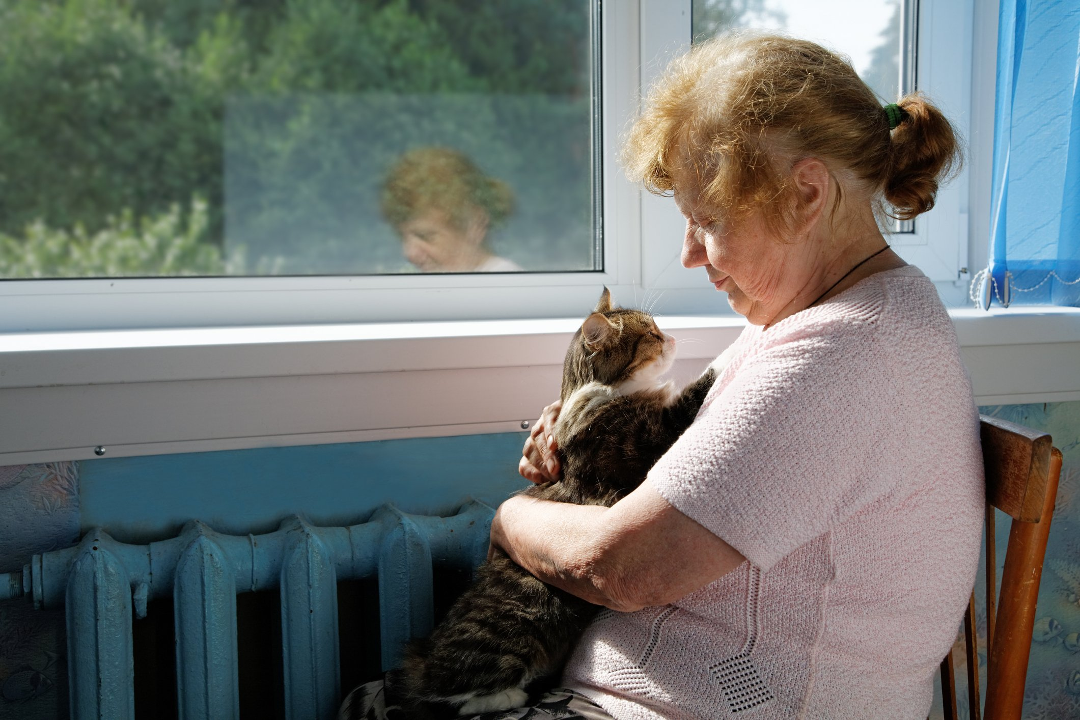 women with cat